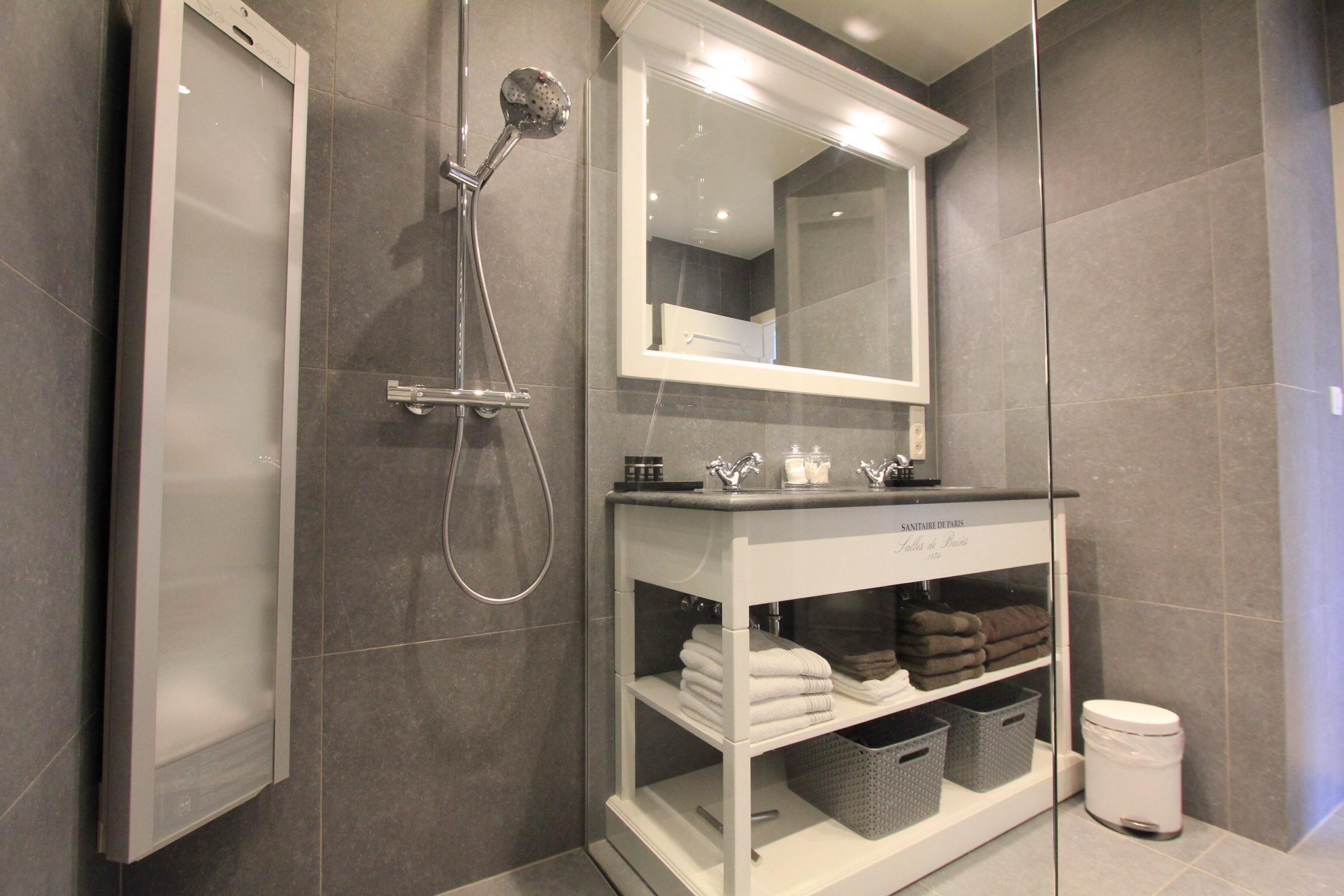 Renovatie Badkamer Ieper : Badkamer renovatie u nikolas dhont